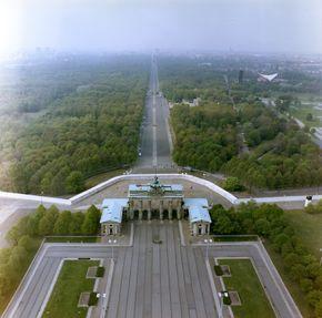 Luftbildaufnahmen Der Berliner Mauer Am Brandenburger Tor Und Am Reichstag Berliner Mauer Brandenburger Tor Bilder