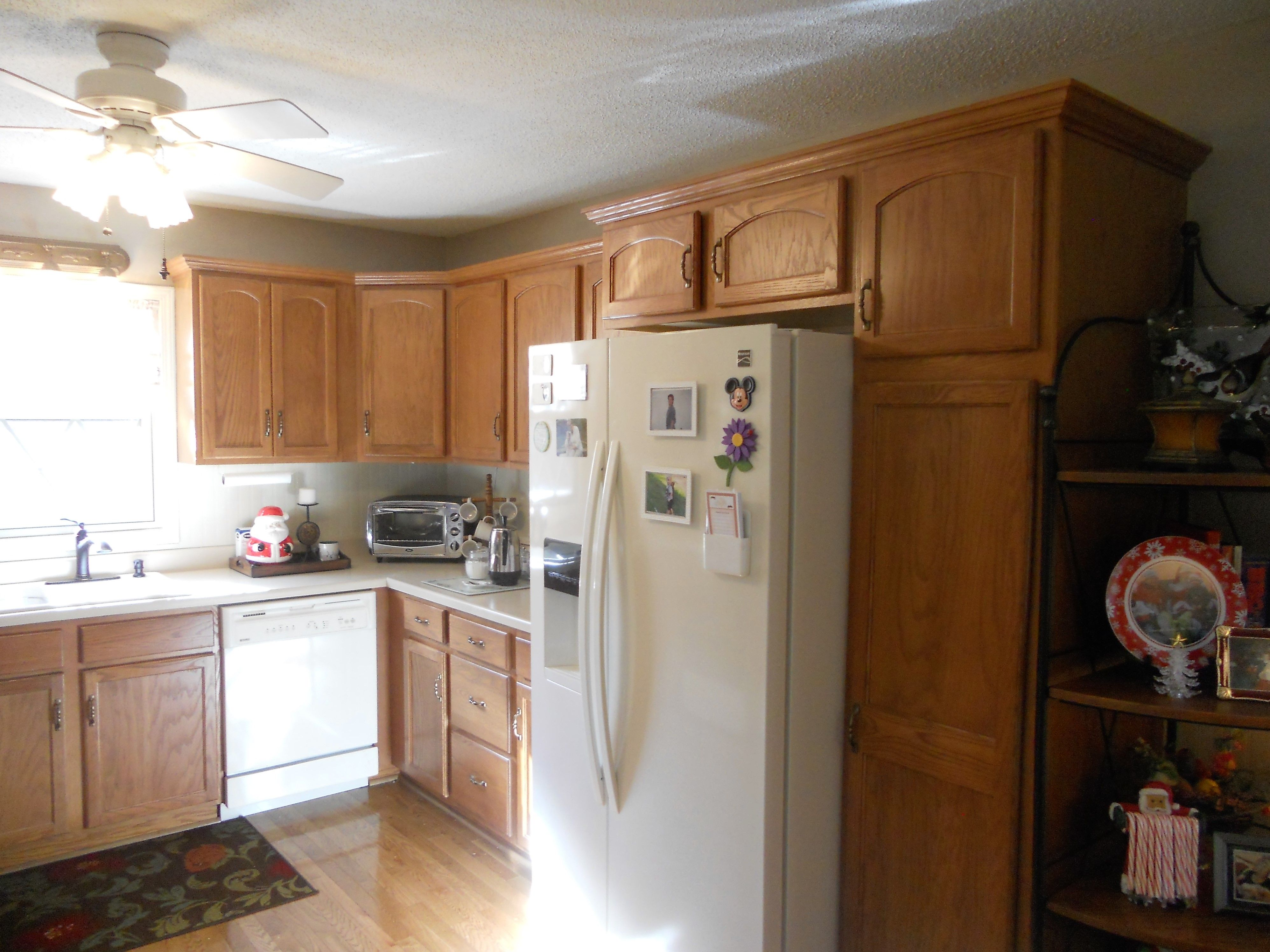 pictures before and after antique white painted kitchen cabinets rustoleum cabinet on kitchen cabinets painted before and after id=61141