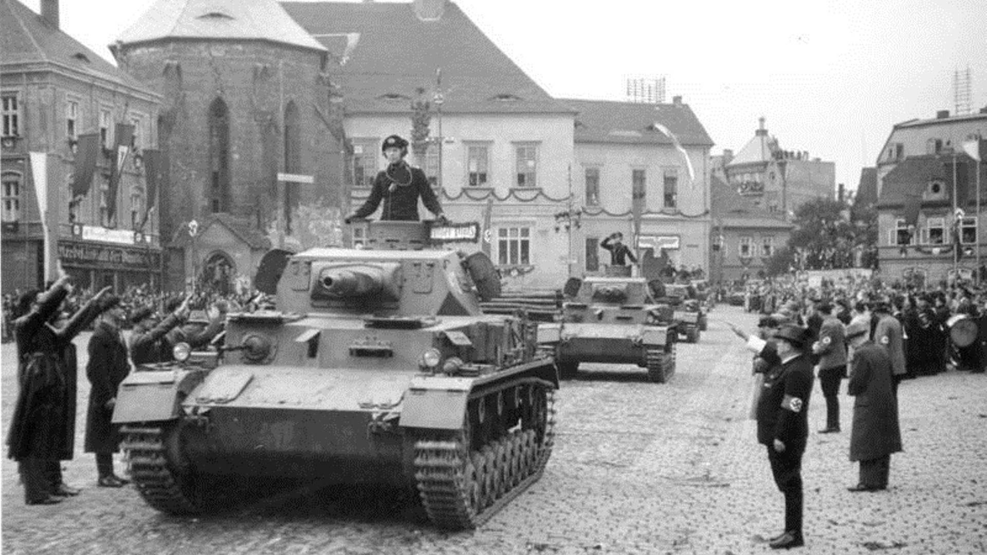 3rd Reich pz4a Panzer IV Ausf. A tanks parading in Sudetenland, Germany (annexed from Czechoslovakia), Oct 1938