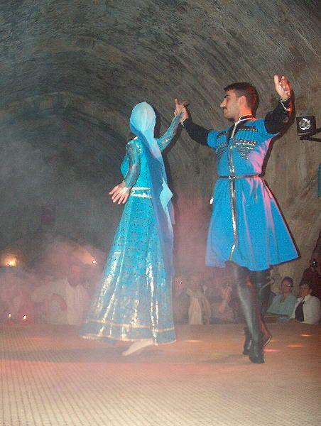 Hochzeitstanz in einer Karawanserei aus dem 13. Jahrhundert 2004 Türkei