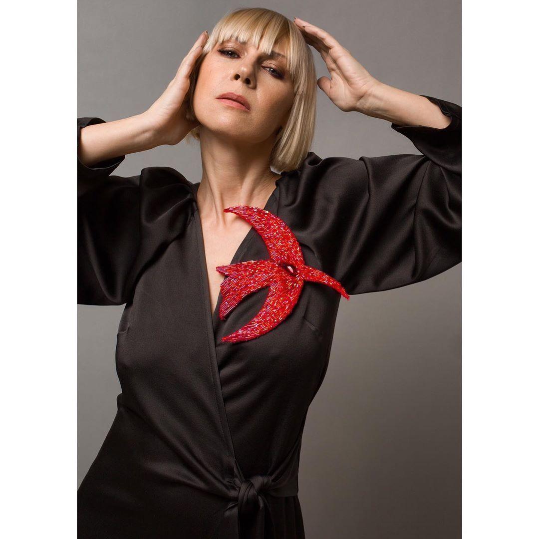 Брошь птица @la_v_lada фотограф @vladakamynina Брошь птица @la_v_lada фотограф @vladakamynina макияж @oxananurova #модельмосква #украшениямосква | jewelry model photo shoots fashion #lavlada #jewelry #model #photo #photographer #lavlada #jewelry #model #photo #photographer #makeap #jewellery #woman #womenstyle #model40plus #photography #vlada_lysenko #women40plus #40plusstyle #40plusblogger #photo #modelsover40 #artjewelry #artjewellery #vintage #over40fashion #fashionover40 #stylish40s #jewelry