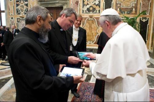 Seguidores en Twitter del Papa Francisco en español, superaron en número a sus lectores en Inglés