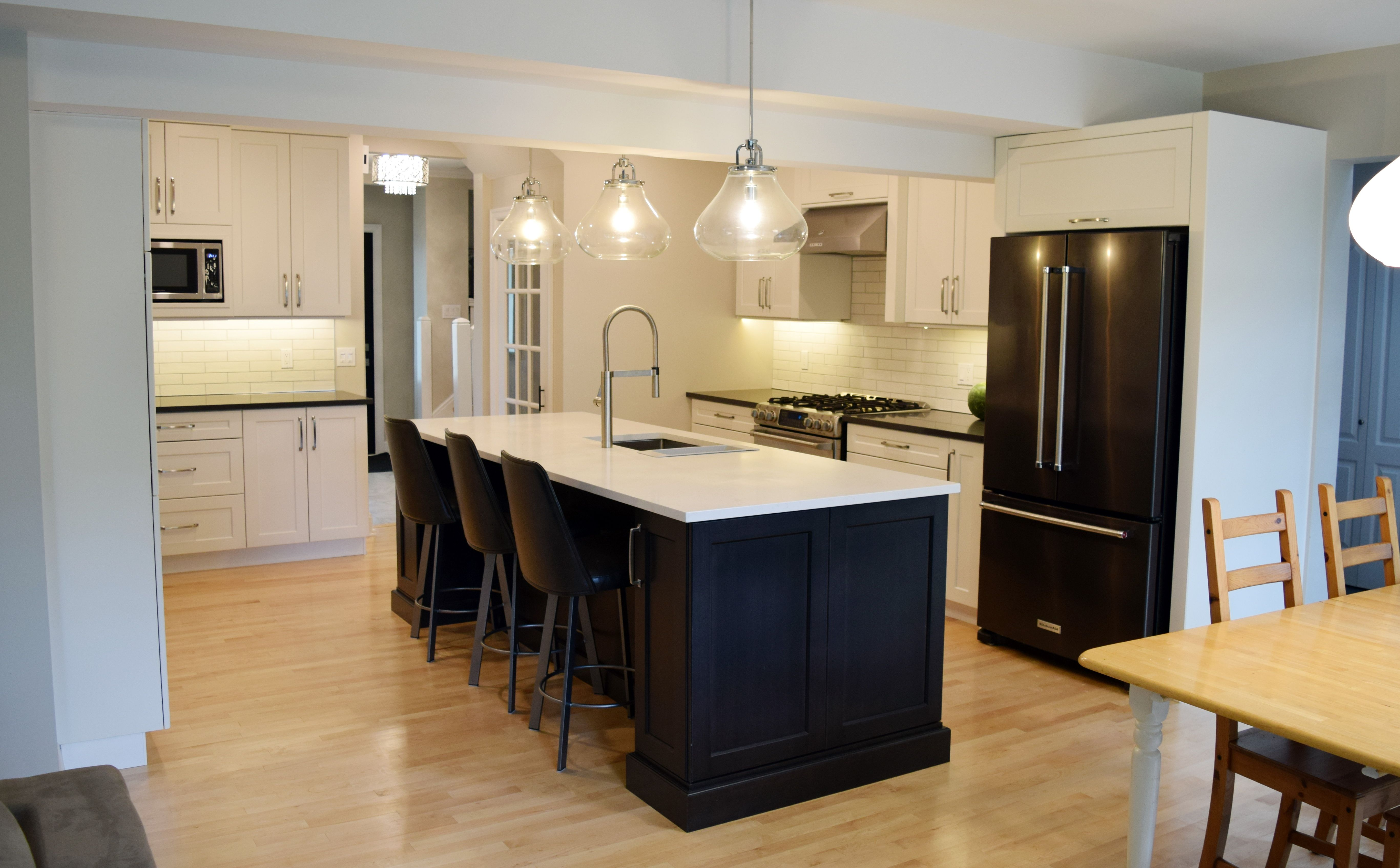 White Shaker Cabinets With Dark Maple Island Kitchen Design Kitchen Cabinet Design White Kitchen Island