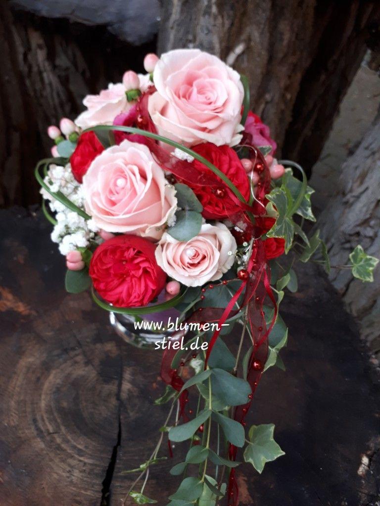 Brautstrauss Abfliessend In Rosa Mit Roten Gartenrosen Brautstrauss Brautstrauss Pink Blumenstrauss Hochzeit