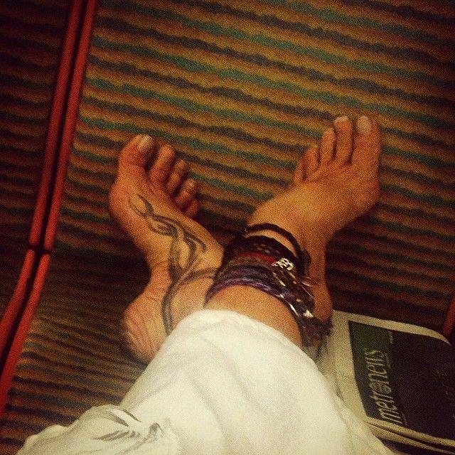 #barefootlifestyle #innerpeace #om #motherearth #freespirit #life #flowerchild #love #yogi #yoga #barefoot #paris #peace #anklet #namaste #piedsnus #hicharch #piedsnusparis #parispiedsnus #metropiedsnus #justlivebarefoot #vanupieds (à Nanterre Université)