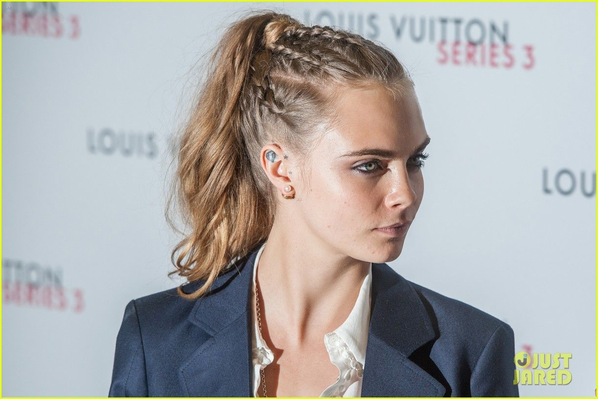 Cara Delevingne Gets Support From Suki Waterhouse At 'Pan' Premiere