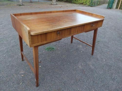 altes seltener DDR Schreibtisch im 60er Jahre Design in