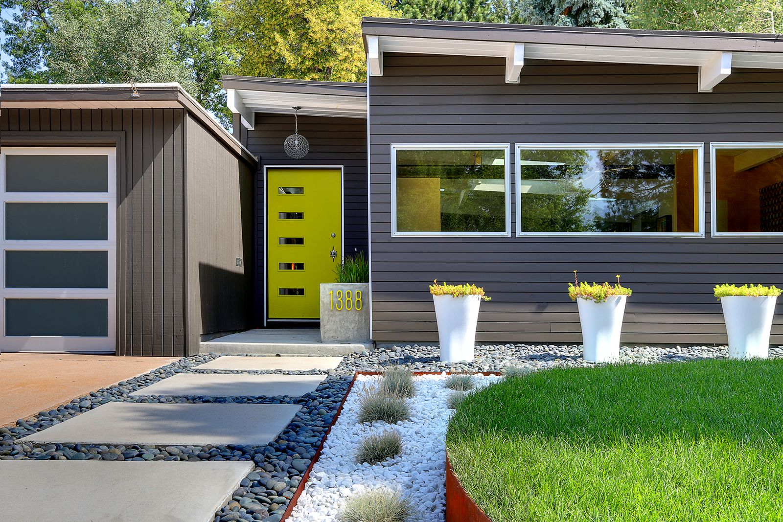 Neon Green Sedum Matches The Front Door The Design Team Also Includes Courtney Mcricka Mid Century Modern Exterior Modern House Colors Mid Century Landscaping