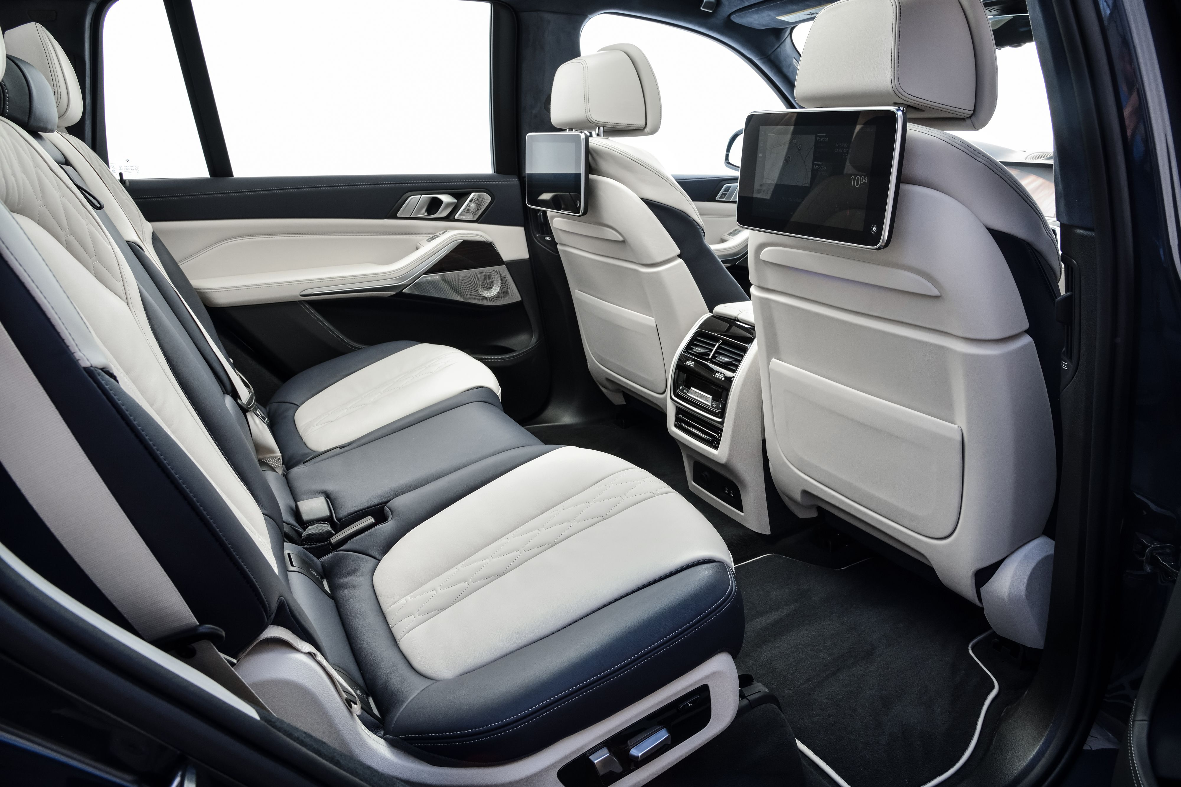 Pin By Oleg Lukianoff On Leather Trim Bmw Bmw X7 Pure Products
