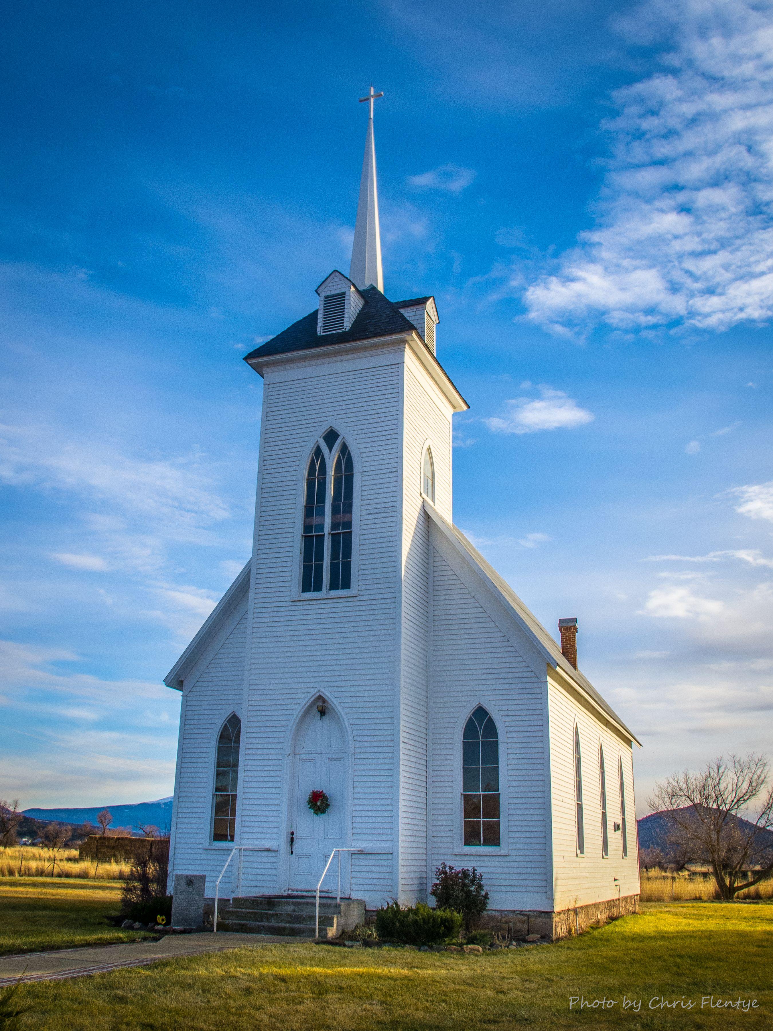 The Church In Little Shasta Wedding Charm Church Chapel Redding Architecture Landmark Wedding Northern California
