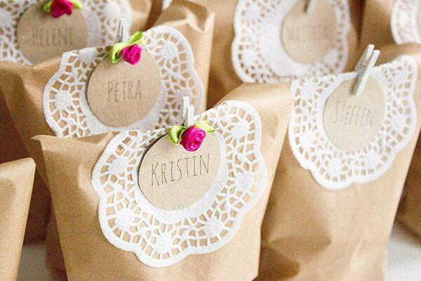 da7688dac Bolsas decoradas con blondas de papel | Bolsas | Wedding gifts for ...