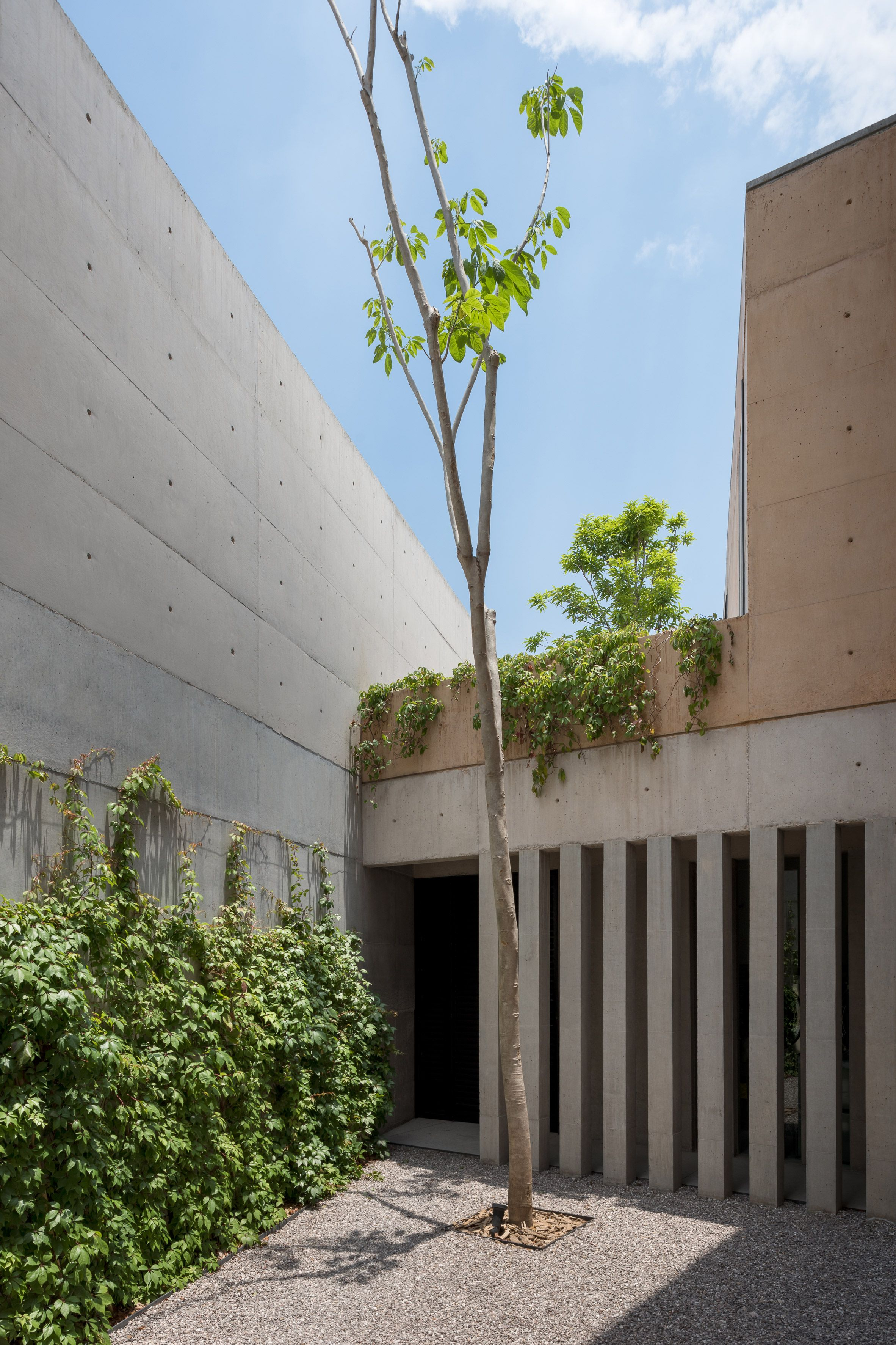 Earthy Concrete Walls Based On Warm Tones Of Sunset Form Casa Moulat In Mexico Architecture Concrete Wall Residential Architecture