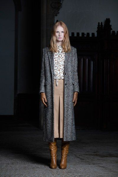 See the complete Veronique Branquinho Pre-Fall 2016 collection.