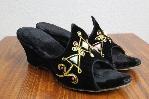 1940s black wedges/ 40s velvet slippers/ art deco/ bohemian/ size 6