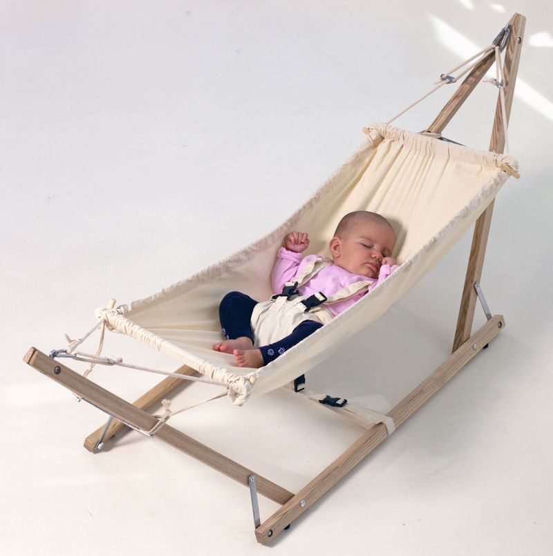Amazonas 'Koala' portable baby hammock and stand. I want it for Meira. yes. WANT