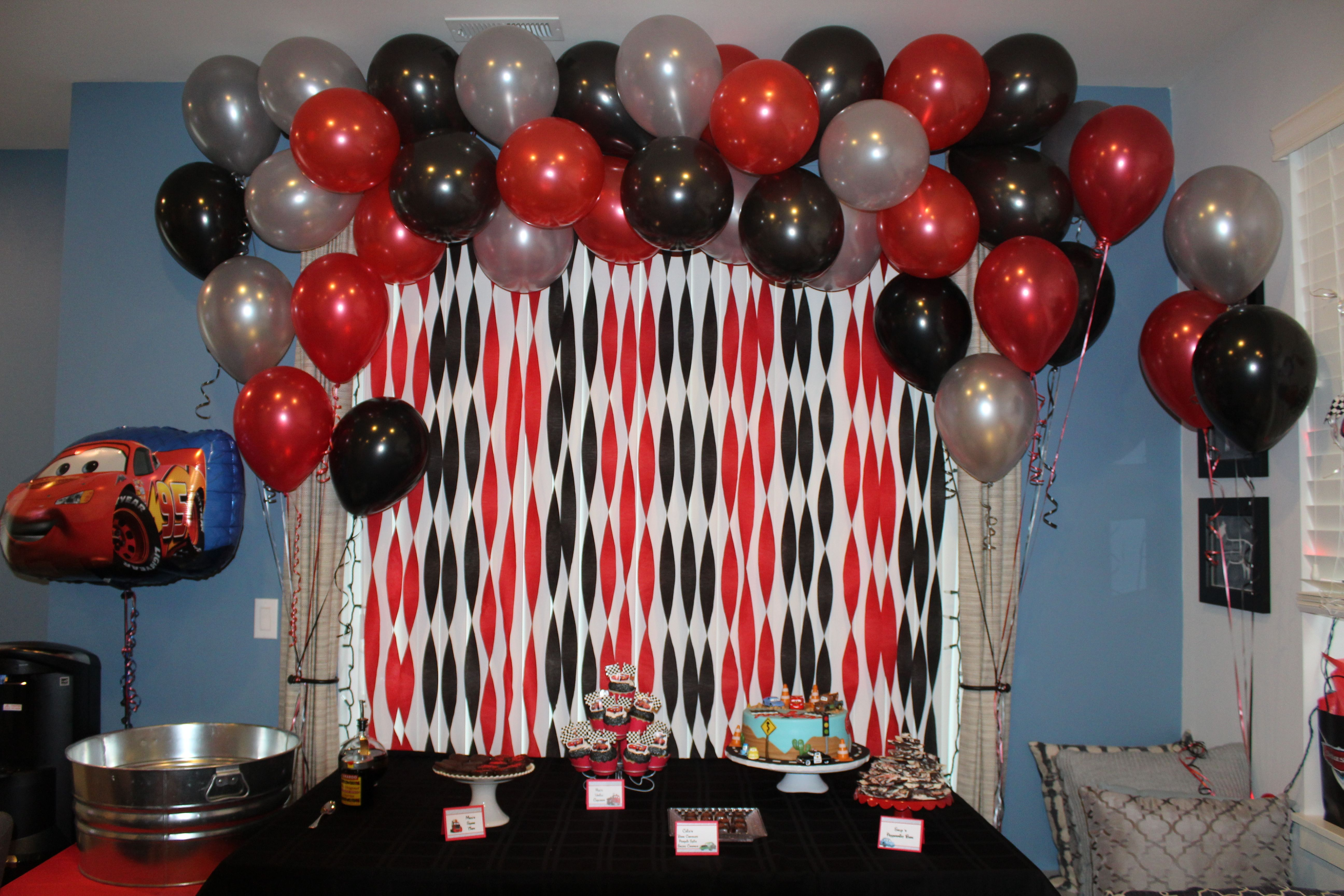 cars table setup streamers balloons food lightning mcqueen rh pinterest com