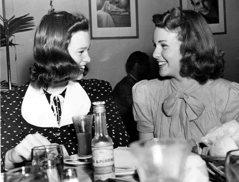 Fifteenyearold heiress Gloria Vanderbilt has lunch with