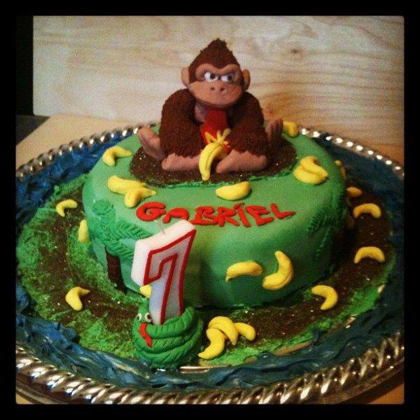 Astounding Donkey Kong Cake Cake Character Cakes Birthday Parties Funny Birthday Cards Online Amentibdeldamsfinfo