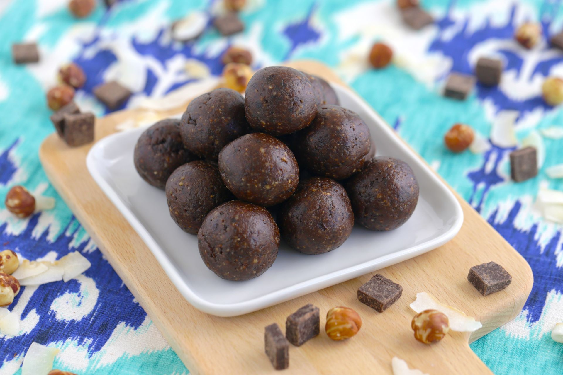 Chocolate Hazelnut Energy Bites! Healthy snack recipe, naturally sweet with no added sugars! Yummy enough for dessert! … healthy snack recipe | easy snack recipe | healthy vegan snack | gluten free snack | low fat snack | no bake recipe | energy balls recipe | energy balls vegan | prunes | prunes recipes | energy balls healthy | energy bites recipe | post workout snack | energy balls for kids | nutella energy bites | healthy dessert recipe