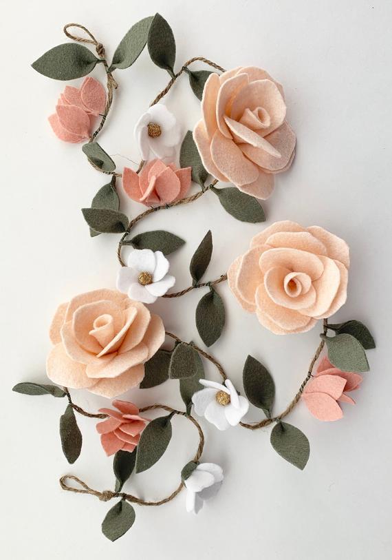 Pin By Ornella Angeli On Kaydettiklerim In 2020 Felt Flower Garland Felt Flowers Diy Felt Flowers