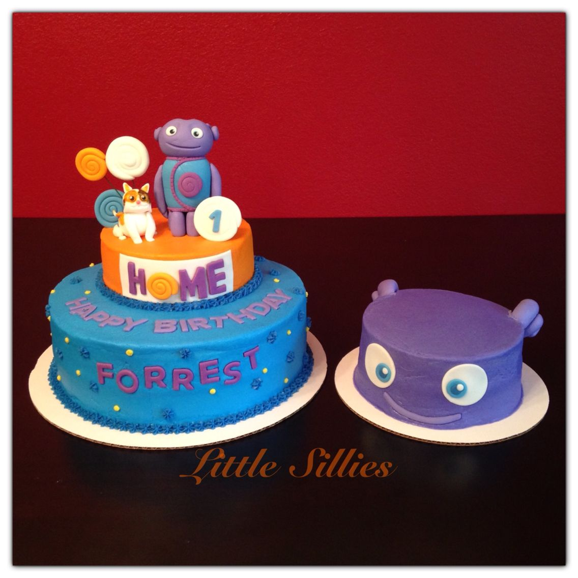 Home Themed Cake With Hand Sculpted Boov And Pig