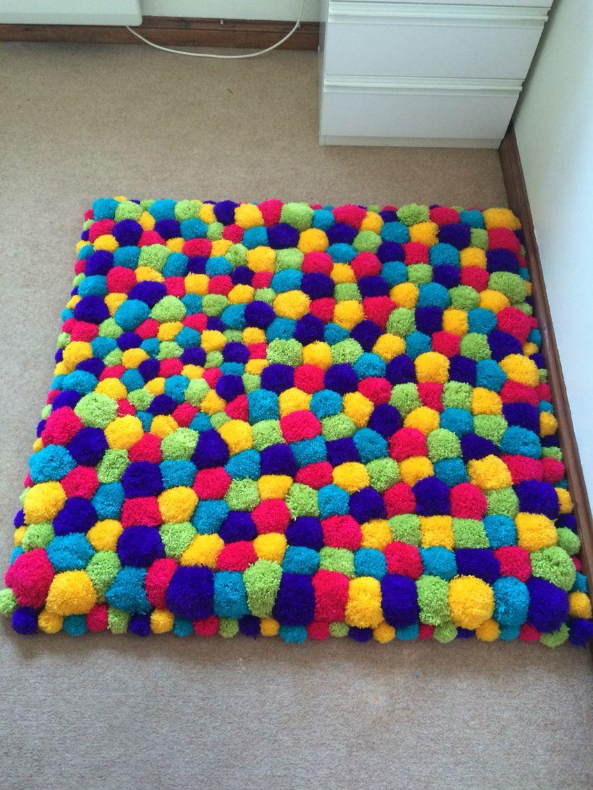alfombra de ponpones, pon pon, lana, handmade, echo en casa.   Havlu-Banyo  Takm   Pinterest   Pom pom rug, Craft and Pom pom crafts