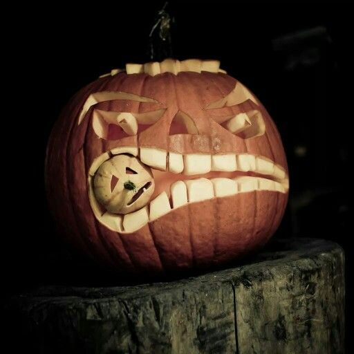 #HappyHalloween #PumpkinCarving