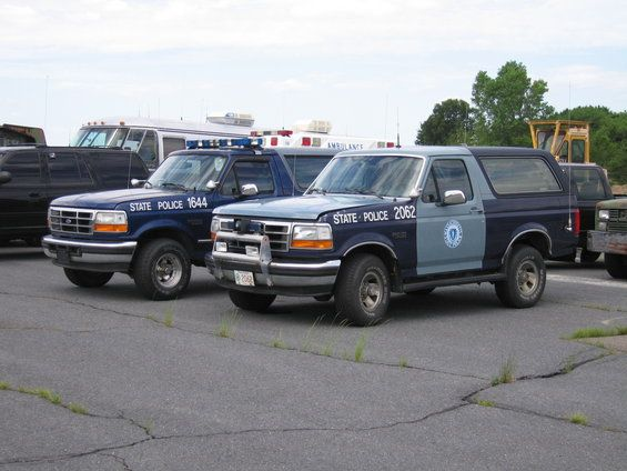 Msp Ford Broncos Used As K 9 Vehicles In The Late 90 S Police Cars Emergency Vehicles Ford Bronco