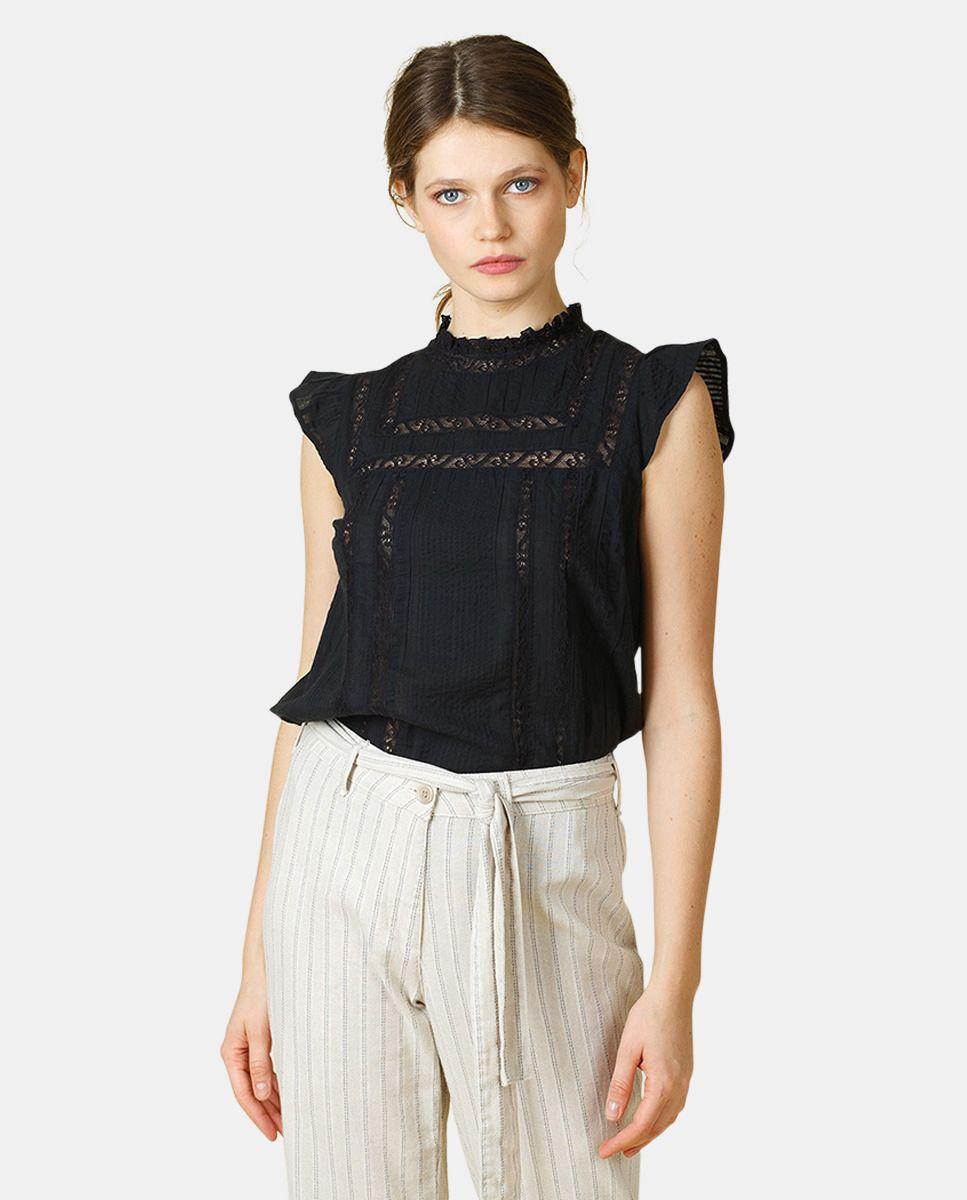 847eabcfb1c3 Blusa de mujer en color negro con encaje en 2019   Blusas   Blusas ...