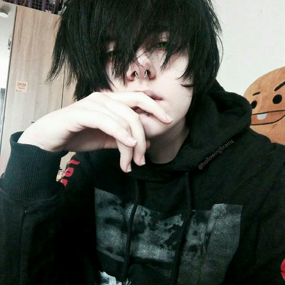 Pin by Grace Redmon on Edgy Mood  Cute emo boys, Cute emo girls