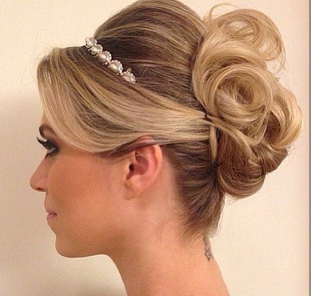 Penteado coque médio despojado Penteado para noivas Hairstyles