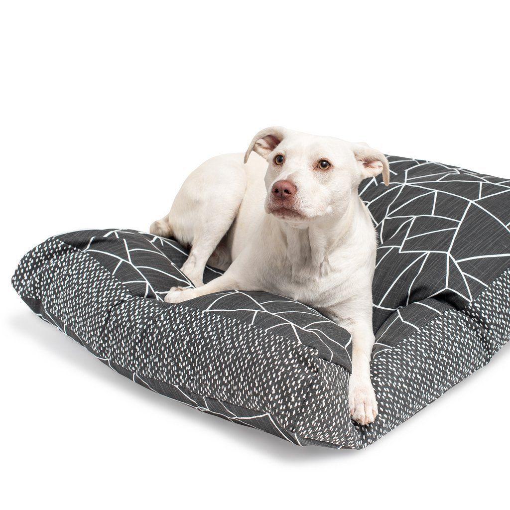 Meet the Janery Model Lola Waterproof dog bed, Washable