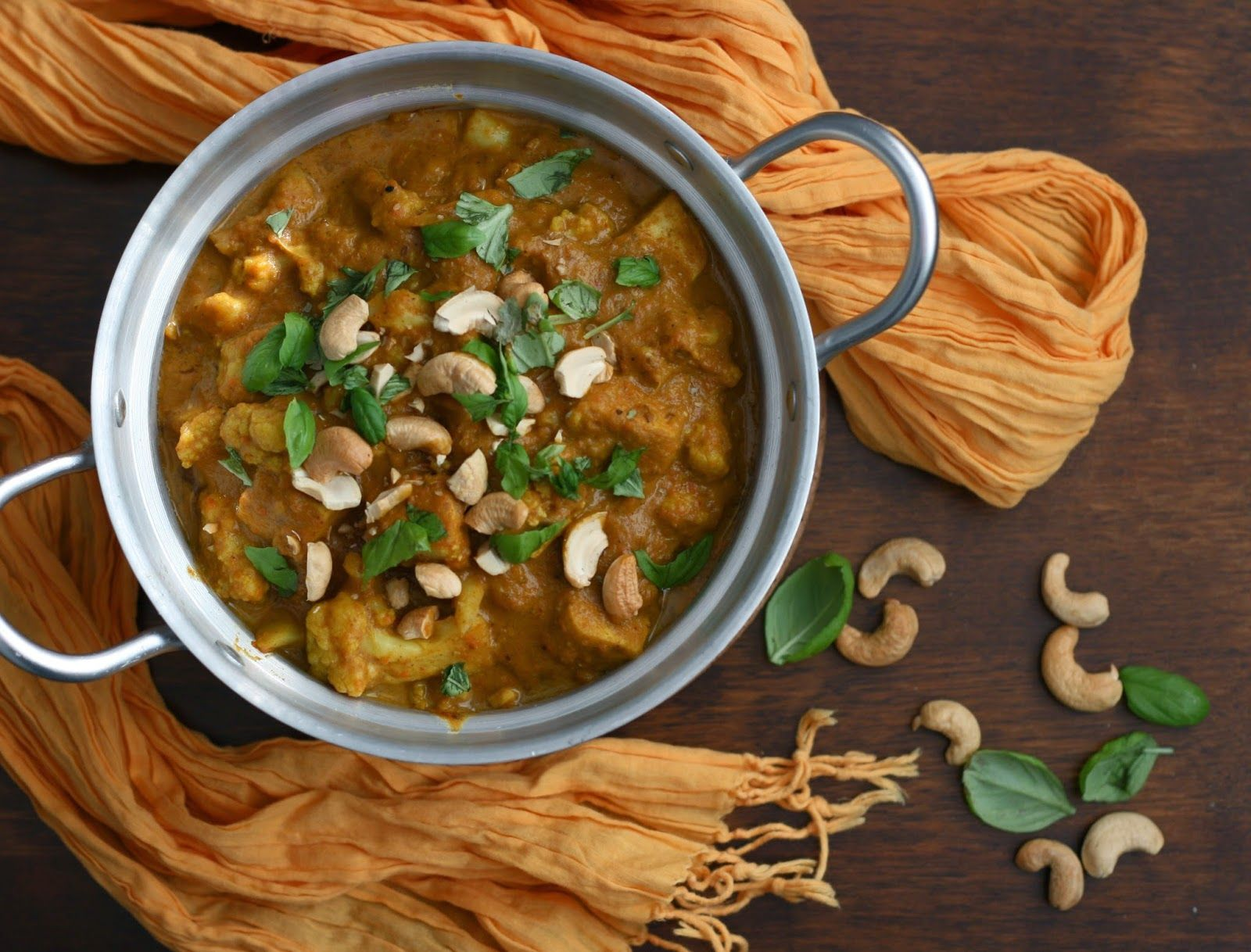 Thick and creamy coconut and cashew curry with tofu, vegan. Includes recipe for homemade curry spice mix! - by Maikin mokomin