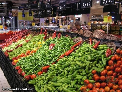 Wonderful vegetable display from recent trip to Carrefour in Turkey. So inviting. via @RobGregOnRetail