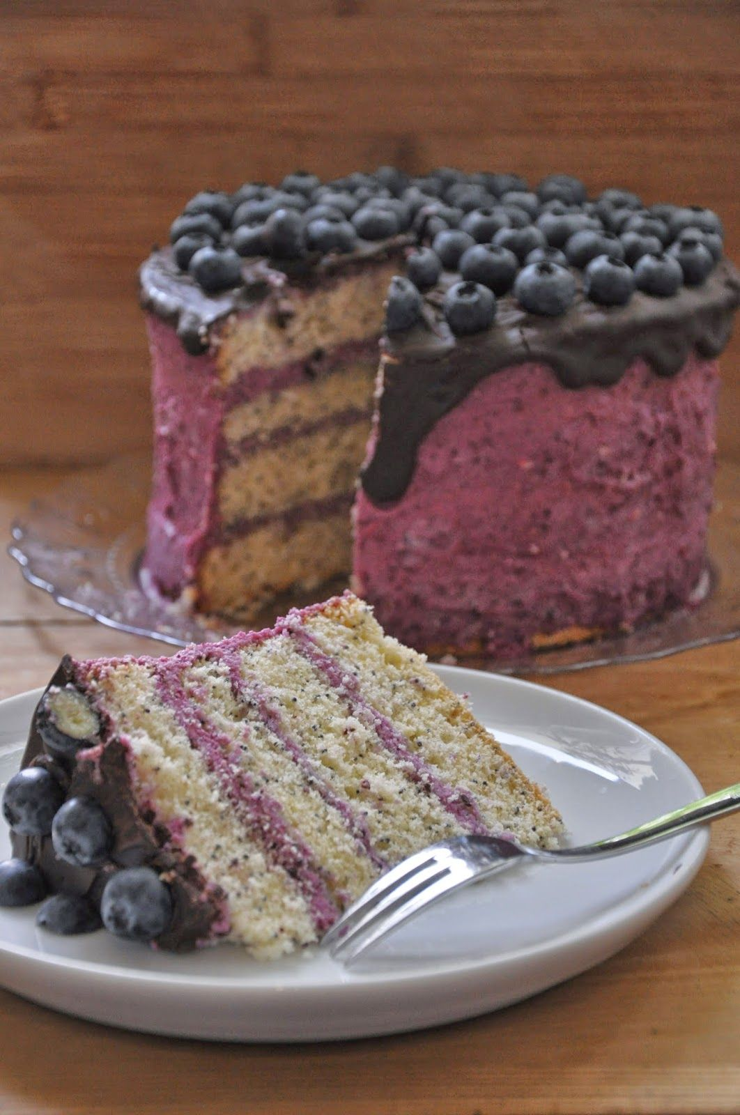 Ich Backs Mir Beeren Torte Mit Vanille Mohn Biskuit Beeren Torte Lebensmittel Essen Coole Desserts