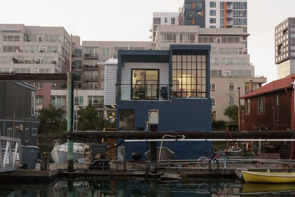Contemporary Floating House In San Francisco Floating House