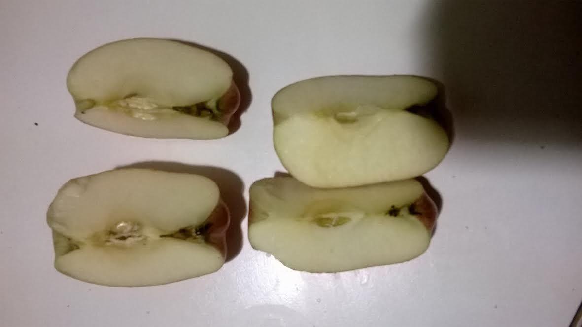 ¿Cómo ha partido Marta la manzana?