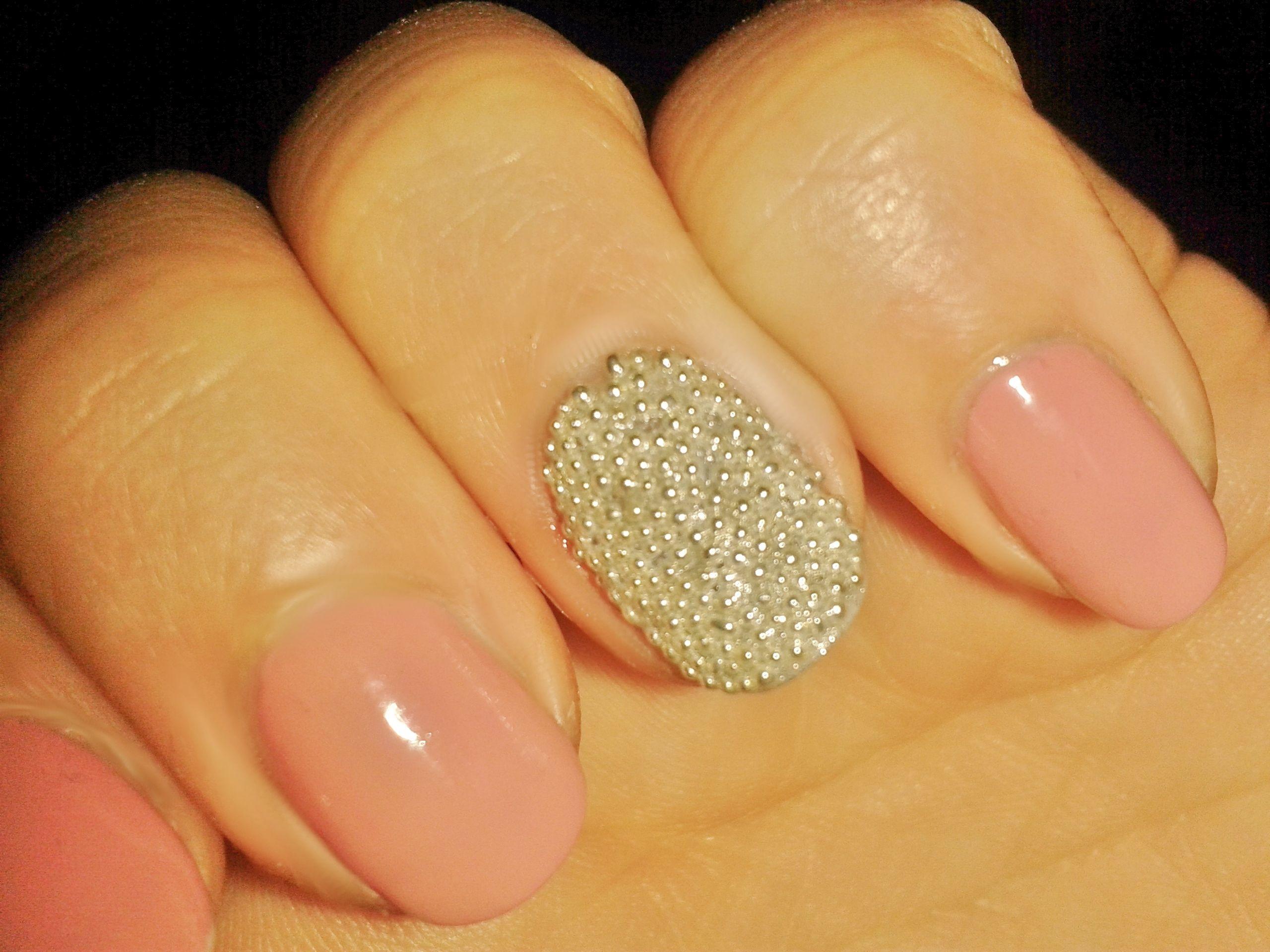 Caviar accent nails