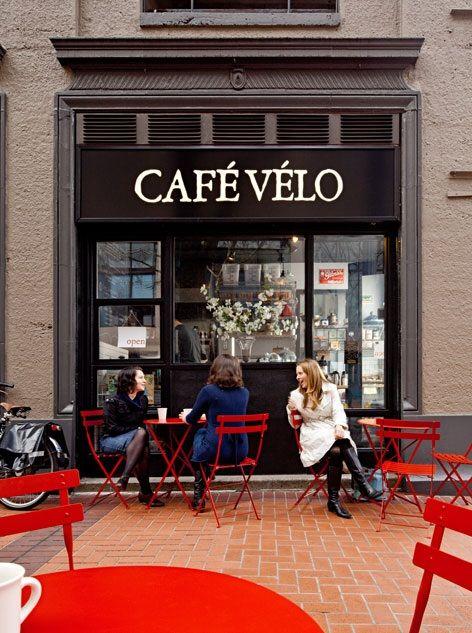 Black frame red outdoor furniture caf v lo portland for Outdoor furniture portland