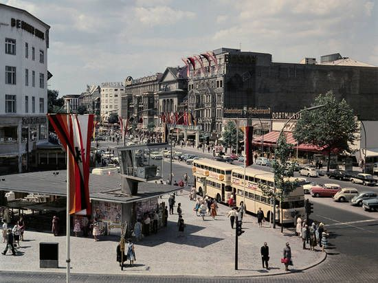 Berlin, Joachimsthaler Platz mit Verkehrskanzel, Fotografie,  Maschke, Herbert, 1960.