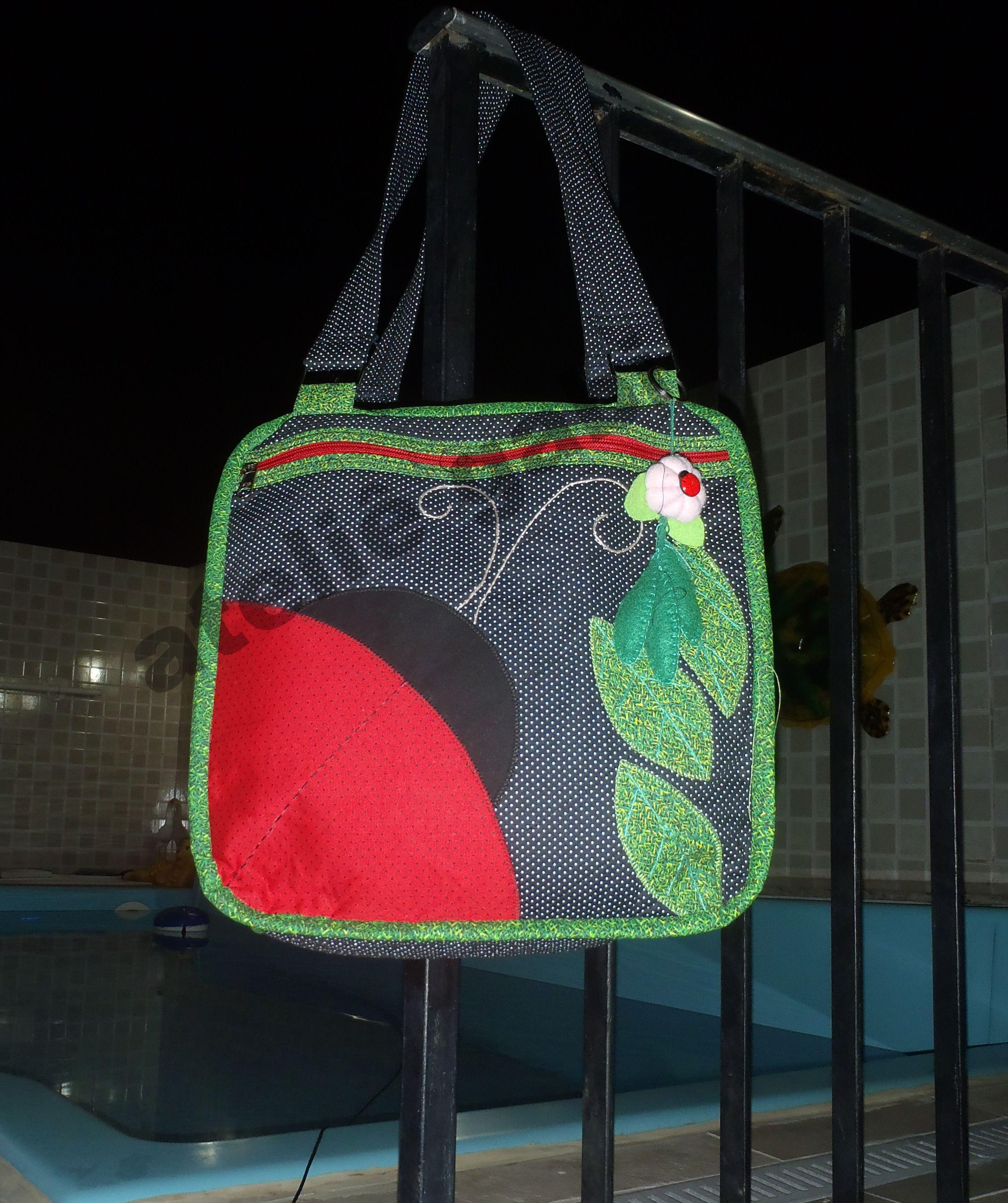 bolsa joaninha ,com  tecido 100% algodão...toda lindinha!!!!