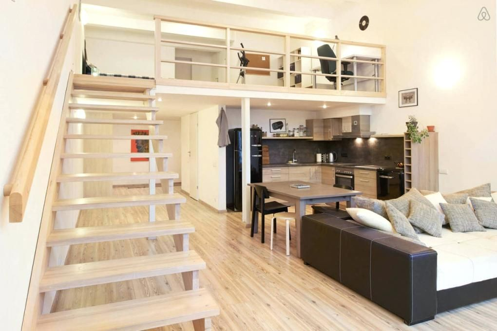 Pin By Daniely Ottavio On Amenagement Mezzanine Small Loft Apartments College Apartment Diy Apartment Design
