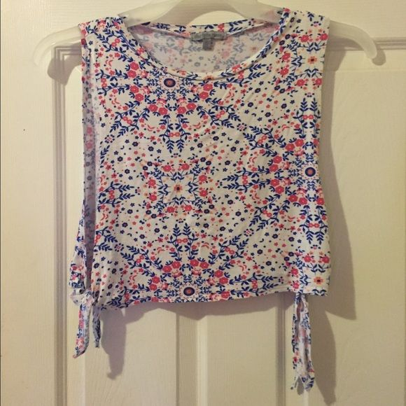 Floral tank top Extra small Charlotte Russe tank/crop top 🚫NO TRADES🚫 Charlotte Russe Tops Crop Tops