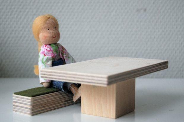 puppenhausm bel der esstisch mit sitzbank puppenhaus. Black Bedroom Furniture Sets. Home Design Ideas
