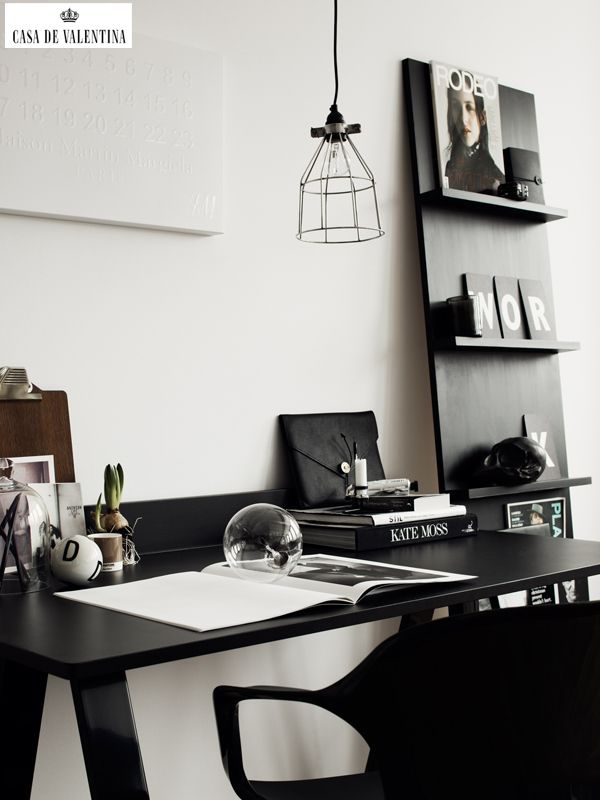 Via Casa de Valentina www.casadevalenti... #details #interior #design #office #black #preto #decor #decoracao #escritorio #casadevalentina