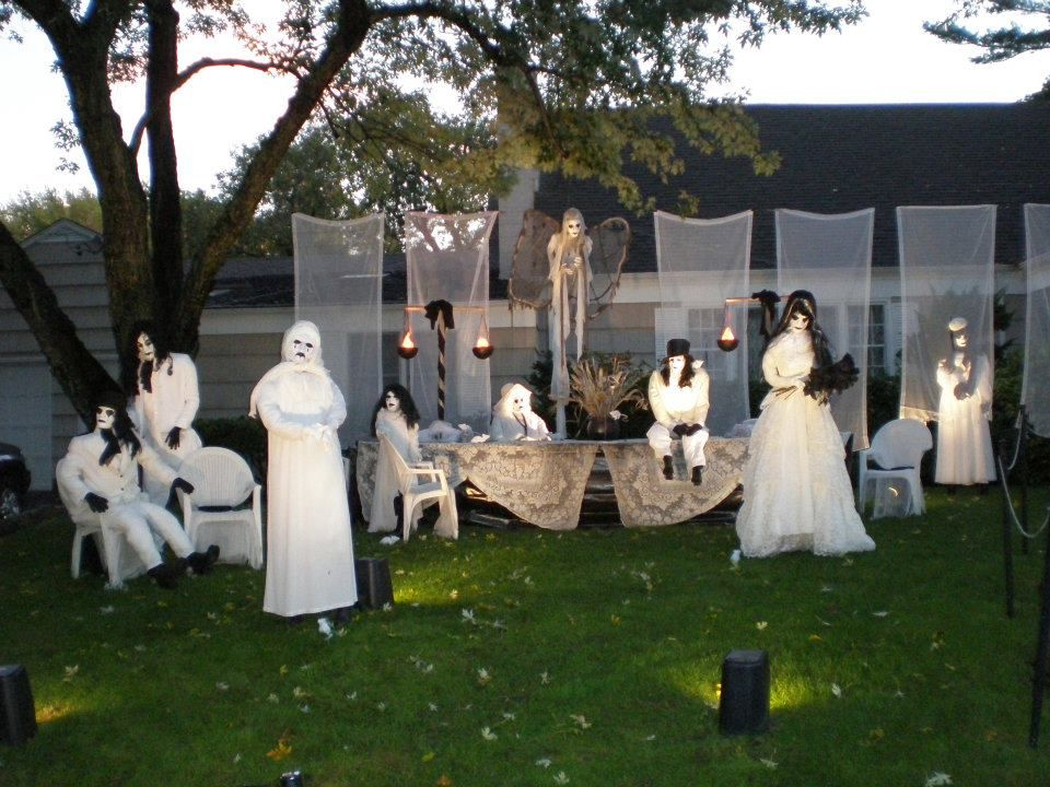 halloween display pictures   Scary Halloween wedding display at creepy Massapequa Halloween home
