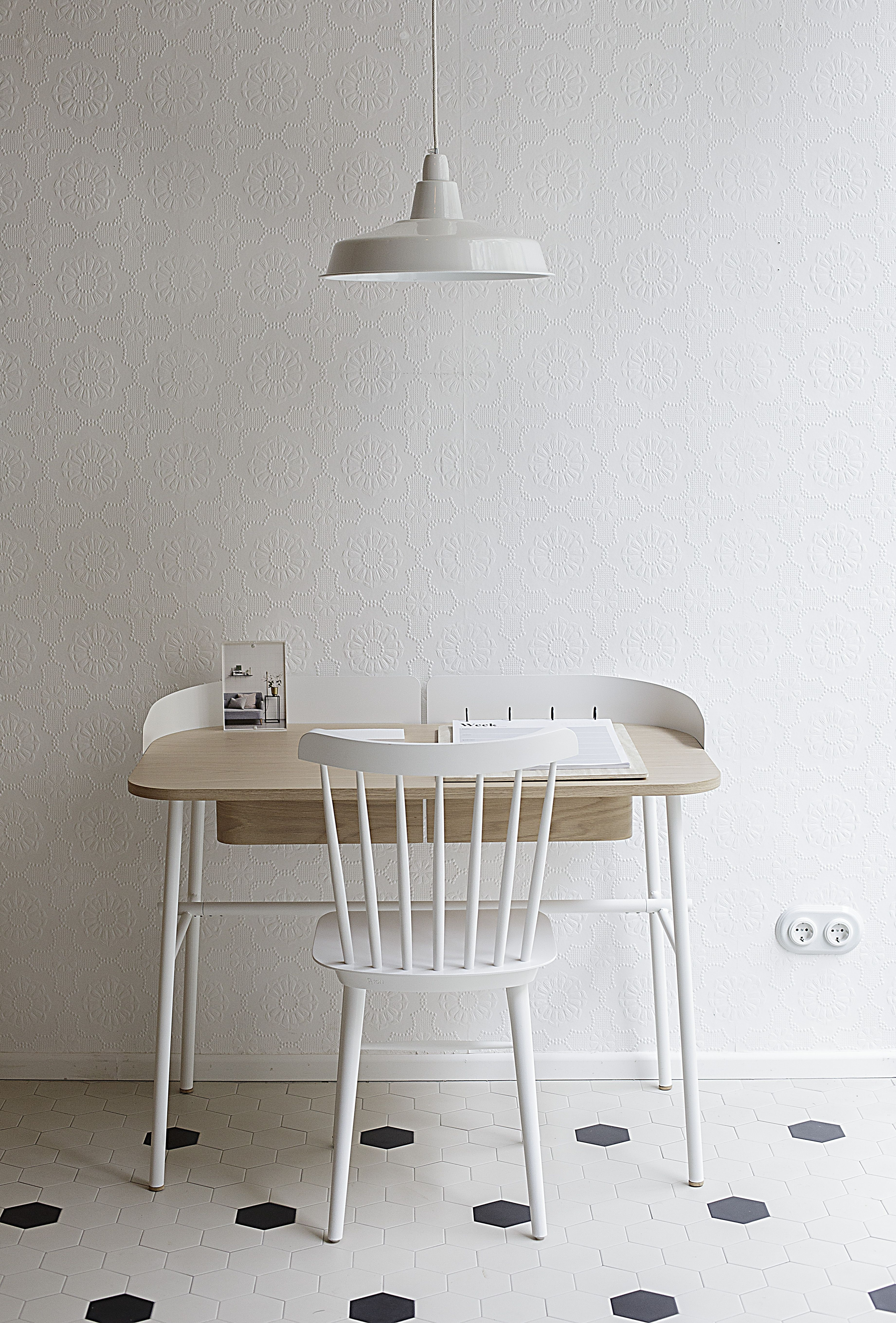 Victor desk by pierre fran ois dubois for hart picture for Tende casa minimalista