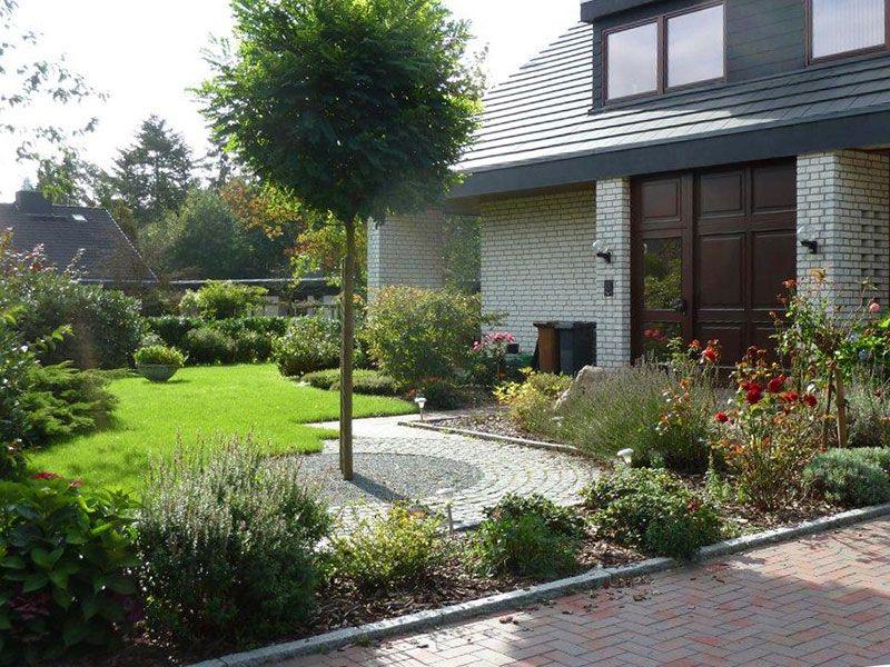 vorgarten gestalten mit holzgitter und kies. vorgarten gestalten, Garten seite