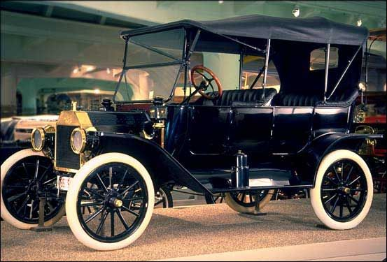 Henry Ford Built The First Car On October 1 1908 It Made It Easier And Faster To Travel Car Ford Vintage Cars Automobile