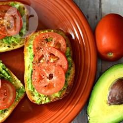 Brot mit Avocado und Tomate / Das ist mit mein Lieblingsbrot - Tomate und Avocado auf Ciabatta, könnt ich jeden Tag essen und gesund ist es auch. @ de.allrecipes.com